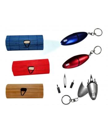 Llavero destornillador con linterna y bolígrafo en caja de madera